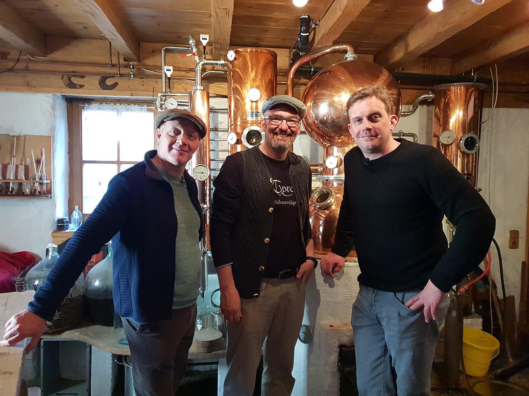 Filmteam in der Brennerei
